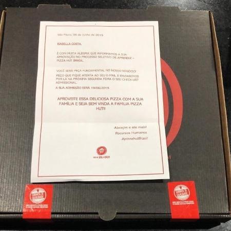 Pizza Hut enviou pizzas a candidatos selecionados em junho, com envelopes parabenizando os novos funcionários - Divulgação