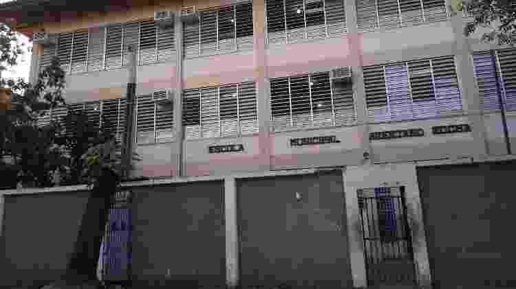 Fachada da Escola Municipal Avertano Rocha, na Cidade de Deus, zona oeste do Rio - Reprodução