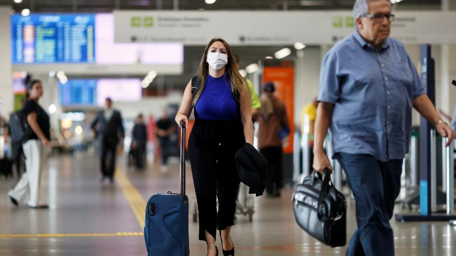 11.mar.2020 - Movimentação de passageiros no aeroporto Internacional de Guarulhos, em São Paulo - Adriano Machado/Reuters