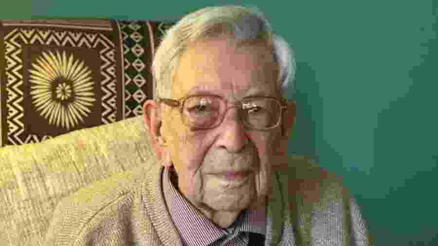 """Bem humorado, Bob Weighton diz que o segredo da vida longa é """"evitar morrer"""" - PA"""