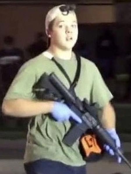 Kyle Rittenhouse, 17 anos, assassinou dois manifestantes durante um protesto do Black Lives Matter em Kenosha, Wisconsin - Reprodução