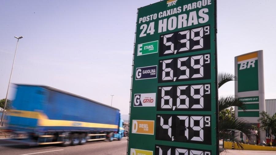 Preço da gasolina subiu mais de 30% em 2021 - ANDRE COELHO/EPA