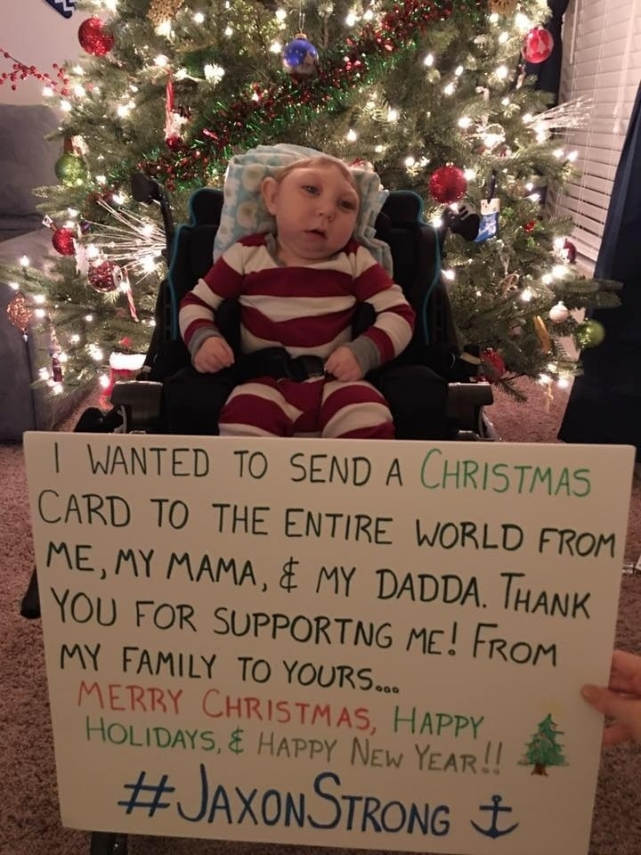 """20.dez.2015 - Em mensagem em sua página no Facebook, Jaxon deixa recado de Natal: """"Eu gostaria de enviar um cartão de Natal meu, da minha mãe e do meu pai para o mundo inteiro. Obrigado por me apoiar! De minha família para a sua... Feliz Natal, feliz feriado e feliz ano novo"""""""