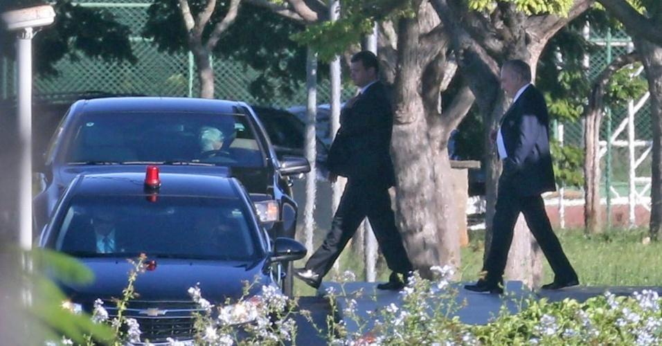 O vice-presidente da República, Michel Temer (PMDB), deixa o Palácio do Jaburu, sua residência oficial, em Brasília