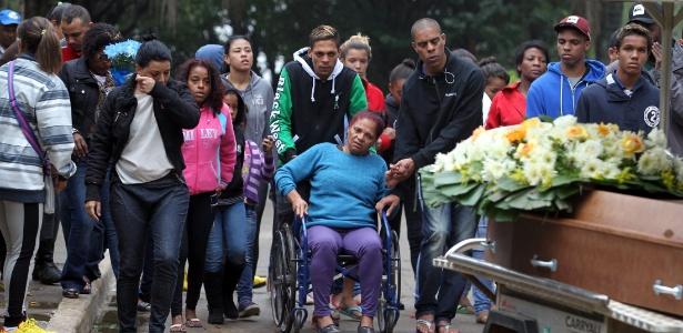 O menino Italo, 10, morto a tiros pela PM, foi enterrado no sábado (4), em São Paulo