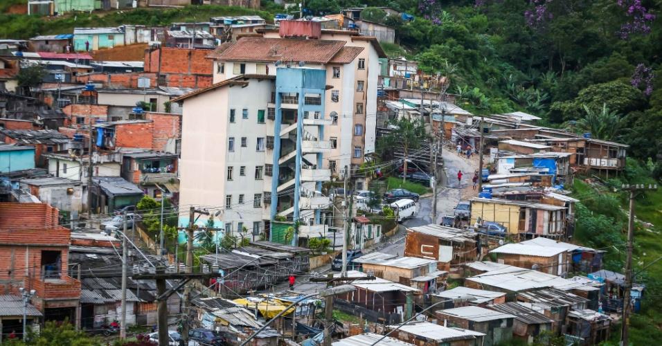 26.jan.2017 - Vista do núcleo Lamartine, no Jardim Santo André, na periferia de Santo André (ABC Paulista), local incluído entre as áreas de risco de deslizamento pela Defesa Civil