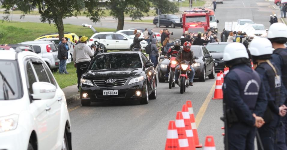 Comitiva leva Lula do aeroporto Afonso Pena ao hotel Bourbon em Curitiba no dia marcado para seu primeiro depoimento ao juiz Sergio Moro