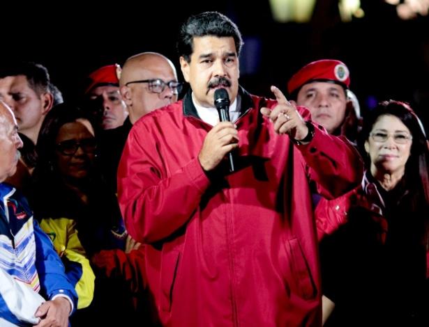Nicolás Maduro se pronuncia após a eleição na praça Bolívar, no centro de Caracas