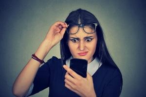Seu celular dizia ter bateria e descarregou do nada? Entenda o motivo (Foto: Getty Images/iStockphoto)