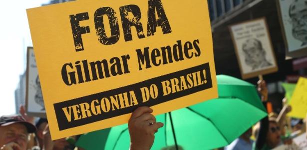 Manifestantes se reúnem em frente ao Masp (Museu de Arte de São Paulo), na avenida Paulista, em São Paulo, em protesto contra a impunidade e pela renovação na política - Renato S. Cerqueira/Futura Press/Estadão Conteúdo
