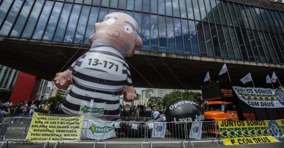 Grupos contrários ao ex-presidente Lula se reúnem na Avenida Paulista para acompanhar o julgamento no TRF-4, em Porto Alegre