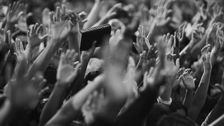 11.set.2018 -  Fiéis participam de culto em igreja evangélica na cidade de Taguatinga, no Distrito Federal - Lalo de Almeida