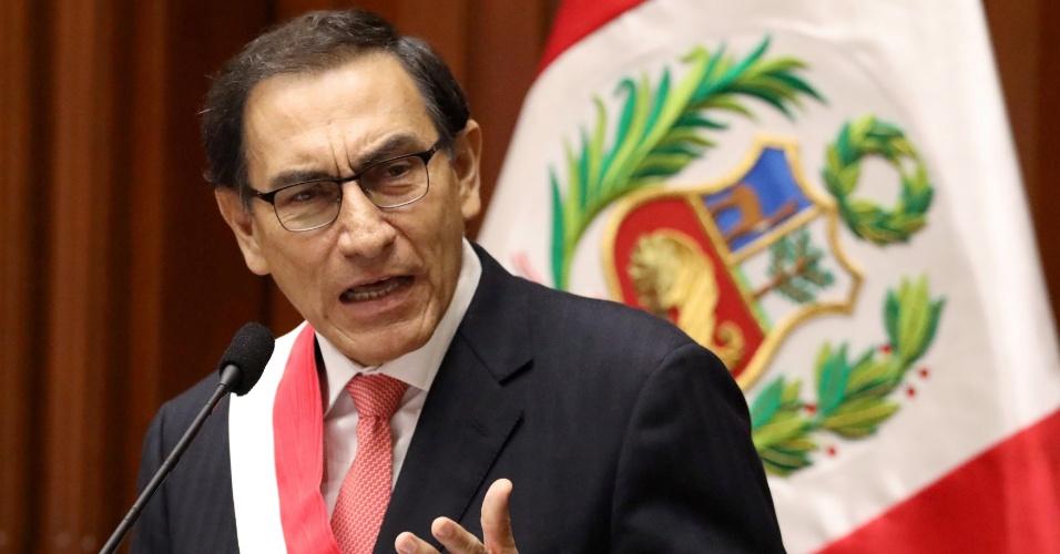 23.mar.2018 - Presidente do Peru, Martín Vizcarra, fala após ser empossado no Congresso