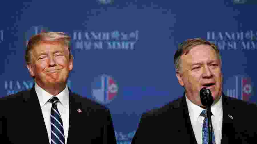 28.fev.2019 - O secretário de Estado dos Estados Unidos, Mike Pompeo, se pronuncia em coletiva em Hanói, após fim da cúpula do presidente Donald Trump (ao lado) com o líder norte-coreano Kim Jong-un - Jorge Silva/Reuters