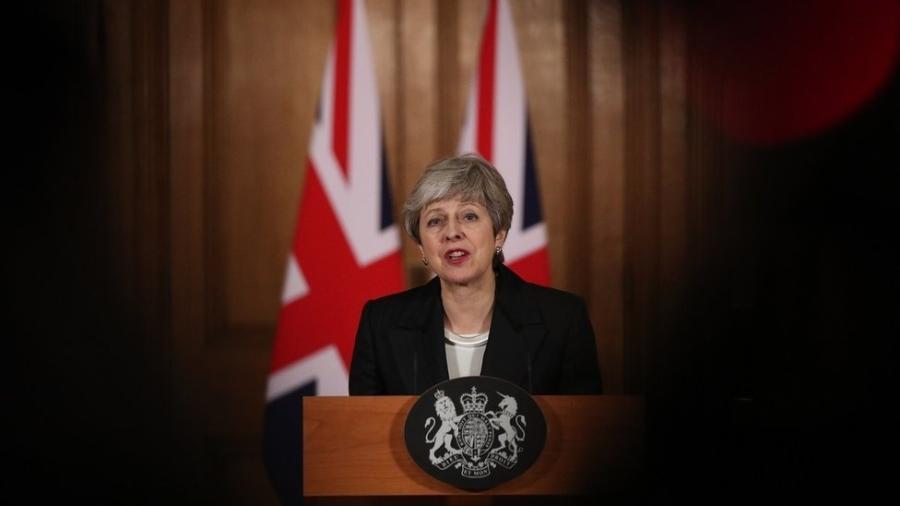 """Primeira-ministra afirmou que adiamento é """"uma questão de grande pesar pessoal"""" - AFP"""