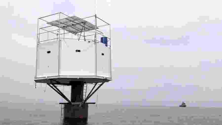 O casal questiona o argumento das autoridades tailandesas de que a estrutura foi construída em águas do país - Marinha da Tailândia/BBC