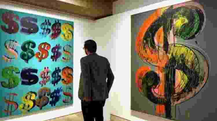 O artista Andy Warhol usou o símbolo do cifrão em suas obras - Getty Images