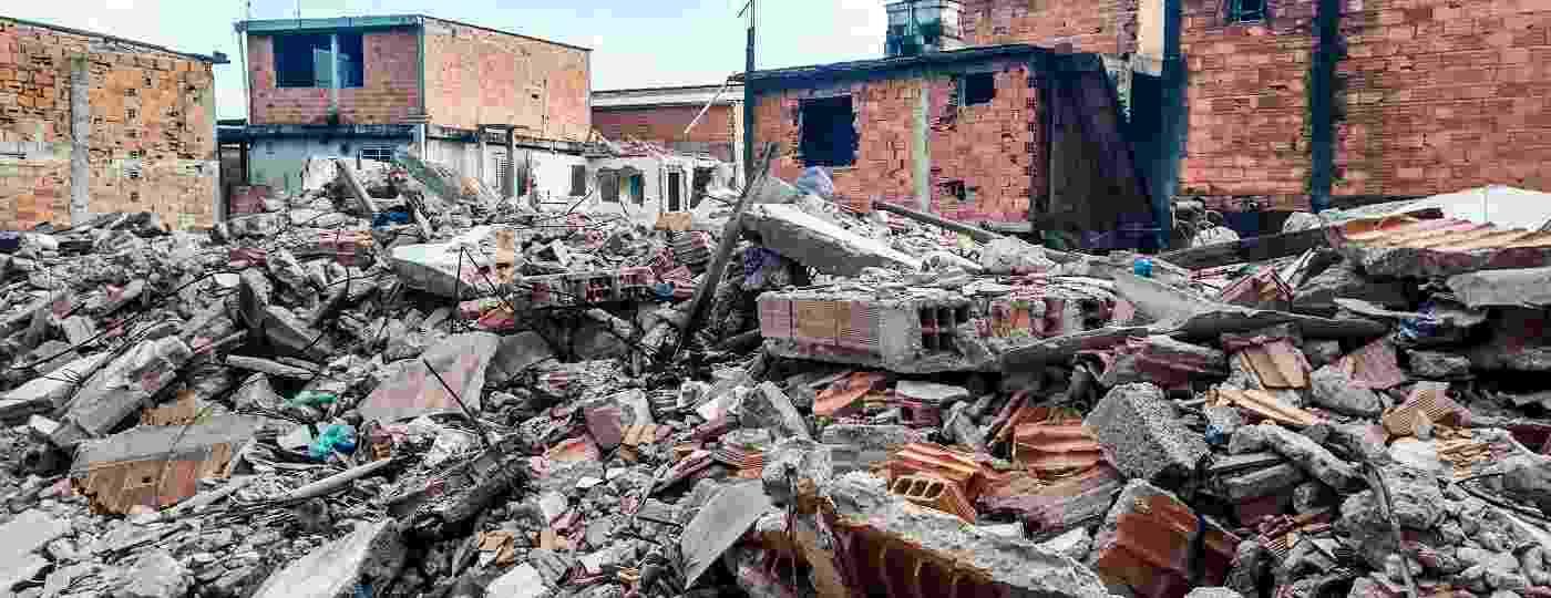 Entulho acumulado após a prefeitura demolir casas na favela Guaicuri, perto da represa Billings, na zona sul de São Paulo - Wellington Ramalhoso/UOL