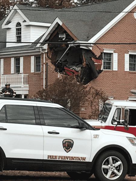 """Porsche """"decola"""" e bate em casa nos Estados Unidos - Reprodução/Twitter"""
