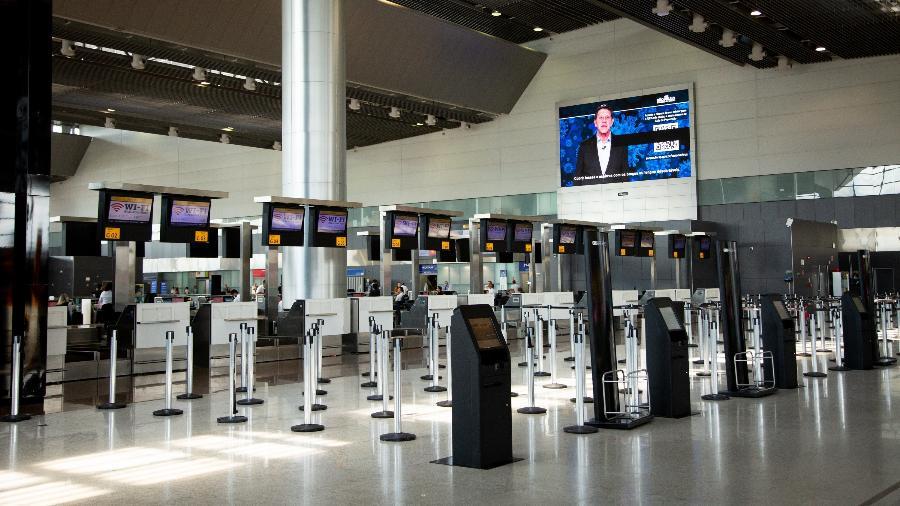 Aeroporto de Guarulhos vazio no último domingo (15) - Carol Coelho/Getty Images