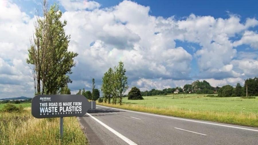 A escocesa MacRebur descobriu um jeito de transformar plástico em rodovias e estradas - Reprodução/Facebook