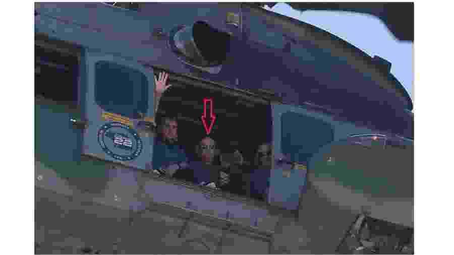 Fernando Azevedo e Silva (flecha vermelha) sobrevoa Praça dos Três Poderes durante ato golpista em favor do presidente. E na companhia do presidente. Não se desculpou pelo indesculpável - Pedro Ladeira/Folhapress