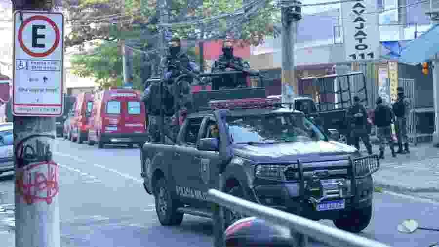 27.ago.2020 - Criminoso em fuga faz família refém após invasão do Complexo do São Carlos - CARLOS SANTTOS/FOTOARENA/FOTOARENA/ESTADÃO CONTEÚDO