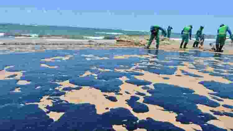 Praia de Salvador tomada de óleo - Shirley Stolze/Ag. A TARDE - Shirley Stolze/Ag. A TARDE