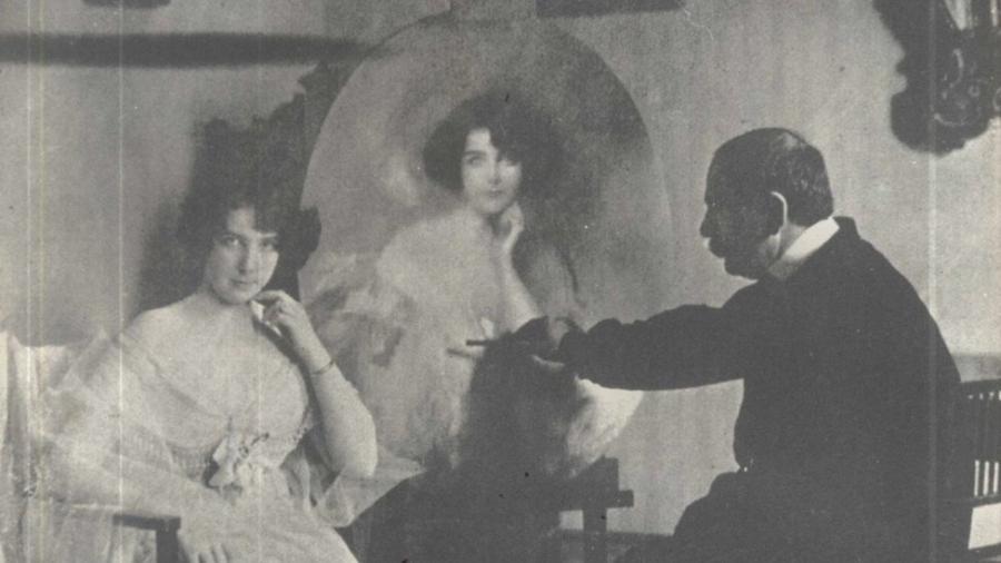 De família aristocrata, Nair de Teffé quebrou moralismos na arte e se tornou uma das primeiras caricaturistas do mundo. Na foto, posa para o pintor francês Giraud de Scevola - Reprodução/Arquivo Celso Unzelte