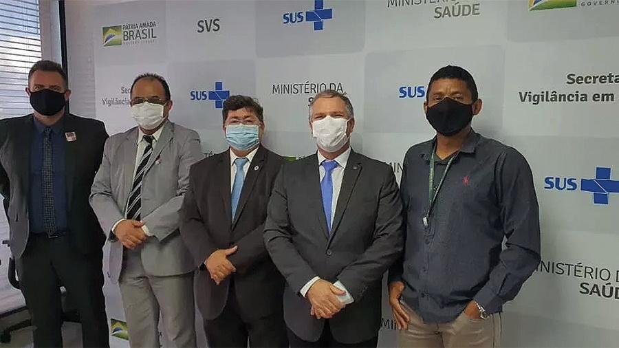 Na foto pastor, Amilton Gomes, da Senah, esteve no Ministério da Saúde junto a Dominguetti (o primeiro da foto à esquerda), o diretor do Departamento de Imunização e Doenças Transmissíveis, Lauricio Monteiro Cruz (ao meio) e major da Força Aérea Hardaleson Araújo de Oliveira (segundo à direita) - Reprodução