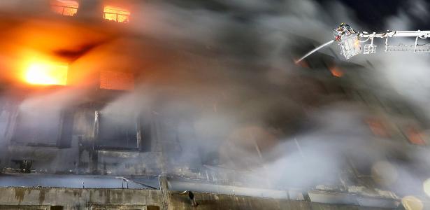 Dezenas estão desaparecidos | Incêndio em fábrica de Bangladesh deixa mais de 50 mortos