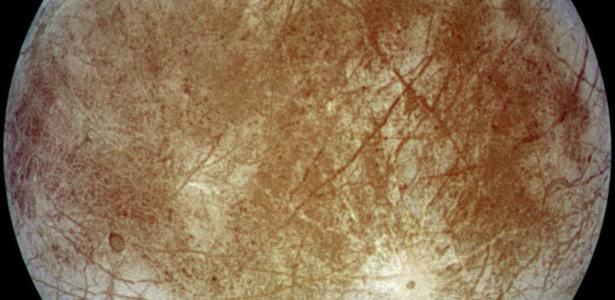Europa, uma das quatro luas de Júpiter, é esperança de vida fora da Terra