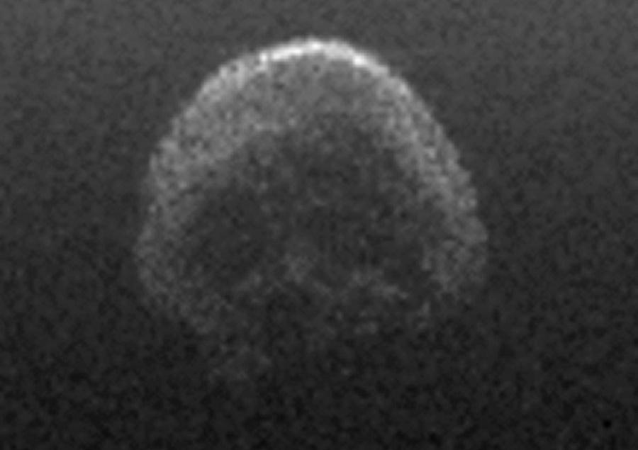 31.out.2015 - ZUMBI SE APROXIMA DA TERRA - Um cometa que tem sido chamado de