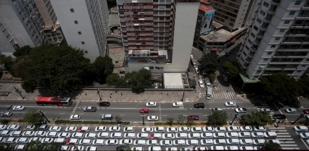 15.nov.2015 - Protesto de taxistas em frente à Câmara Municipal de São Paulo