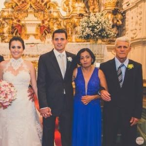 Emerson dos Santos (centro) no dia de seu casamento; o pai, Ailton, que está desaparecido, está na extrema direita