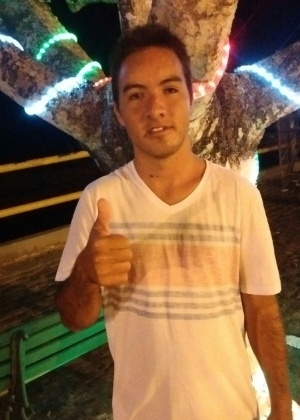 César Ferreira, hoje morando na Bahia (foto), teve os dentes extraídos após erro de atendimento em hospital público de Brasília em 2009