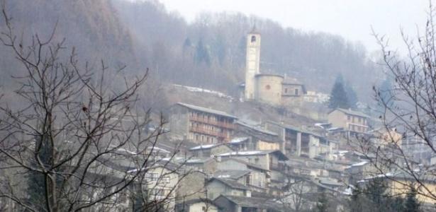 A cidade de Ostana, onde apenas metade de sua população vive no local o ano todo  - Wikimedia/Francofranco56