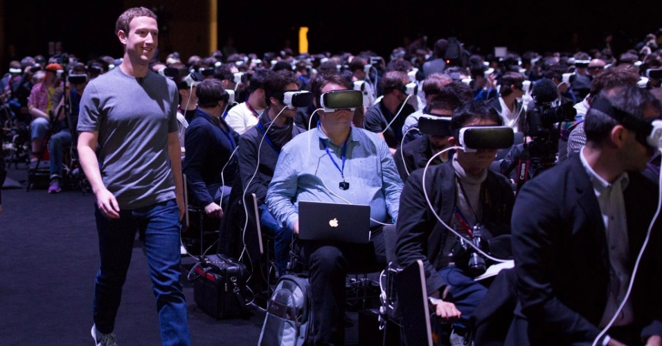 """21.fev.2016 - """"Realidade virtual vai ser a plataforma mais social de todas"""", disse Mark Zuckerberg, diretor-executivo e fundador do Facebook, neste domingo, um dia antes de começar o Mobile World Congress, em Barcelona"""