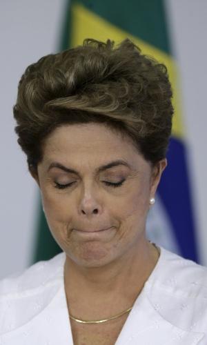 15.abr.2016 - A presidente Dilma Rousseff participa da assinatura de um acordo de transferência de terras federais para o governo do estado do Amapá, no Palácio do Planalto, em Brasília