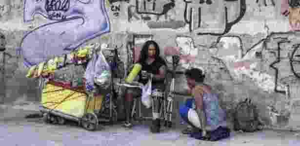 Apenas alguns vendedores ambulantes e moradores de rua foram vistos nas ruas vizinhas ao empreendimento - Daniel Ramalho/BBC - Daniel Ramalho/BBC