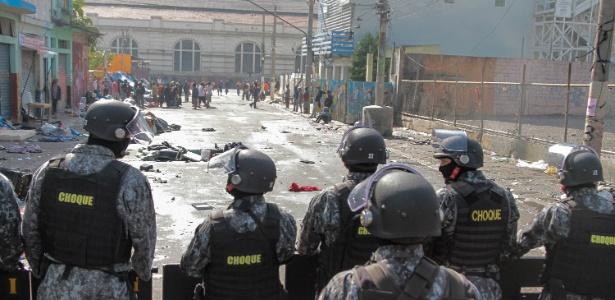 Polícia durante operação contra o tráfico de drogas na região da cracolândia