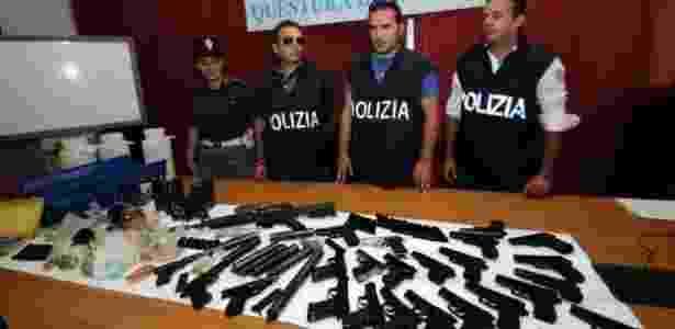 Em 2010, a polícia italiana confiscou armas usadas pela Cosa Nostra - GETTY/MARCELLO PATERNOSTRO/BBC - GETTY/MARCELLO PATERNOSTRO/BBC