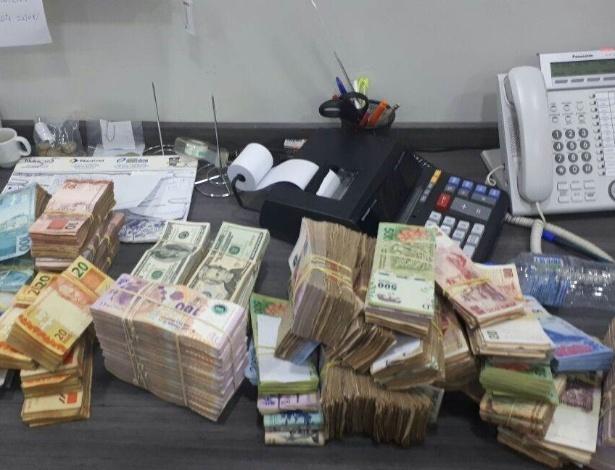 Dinheiro apreendido pela Polícia Federal durante a operação Hammer-on, em agosto - Polícia Federal