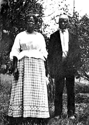 """1910 - Foto do livro """"Historic Sketches of the South (1914) mostra Abaché and Cudjoe Kazoola Lewis, que foi levado para os EUA no navio negreiro Clotilda"""