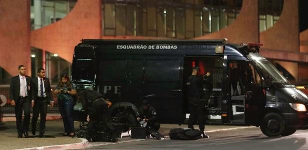 Esquadrão de Bombas foi acionado para verificar uma mala abandonada em frente ao Planalto - Fabio Rodrigues Pozzebom/Agência Brasil