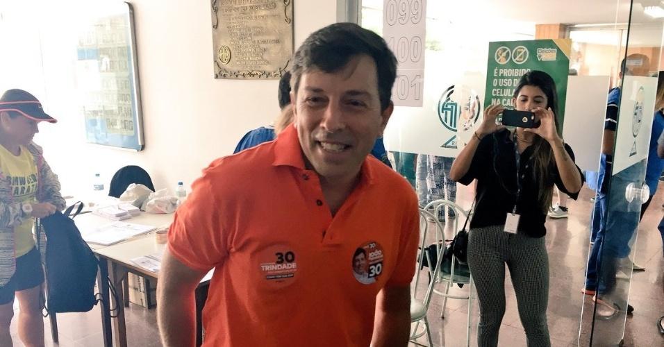 Amoêdo chega ao seu local de votação, no Leblon (RJ)