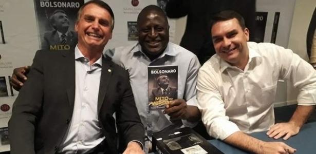 Jair Bolsonaro, Hélio Lopes e Flavio Bolsonaro; candidato à presidência e deputado federal recém-eleito se conhecem há uma década