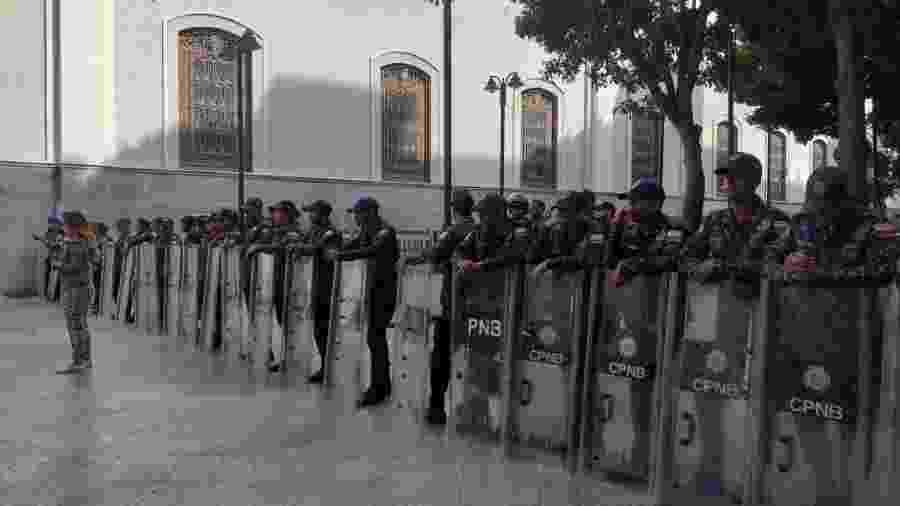 14.mai.2019 - Desde às 7h locais, membros da Guarda Nacional Bolivariana estariam cercando o prédio da Assembleia Nacional venezuelana - Reprodução/Twitter/@AsambleaVE