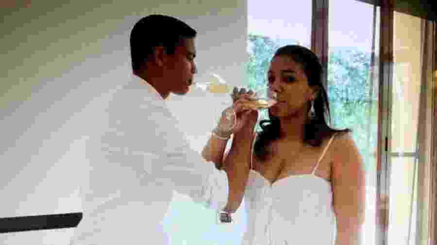 Belle Silva postou hoje uma foto romântica com o marido, Thiago Silva - Reprodução
