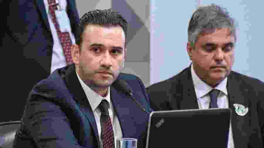 Lindolfo Antônio Alves Neto, sócio-proprietário da empresa Yacows, ao lado do advogado da empresa, José Caubi Diniz Júnior. - Roque de Sá/Agência Senado